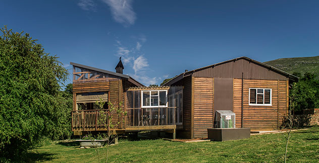 GVB-cabins-exterior-with-forest