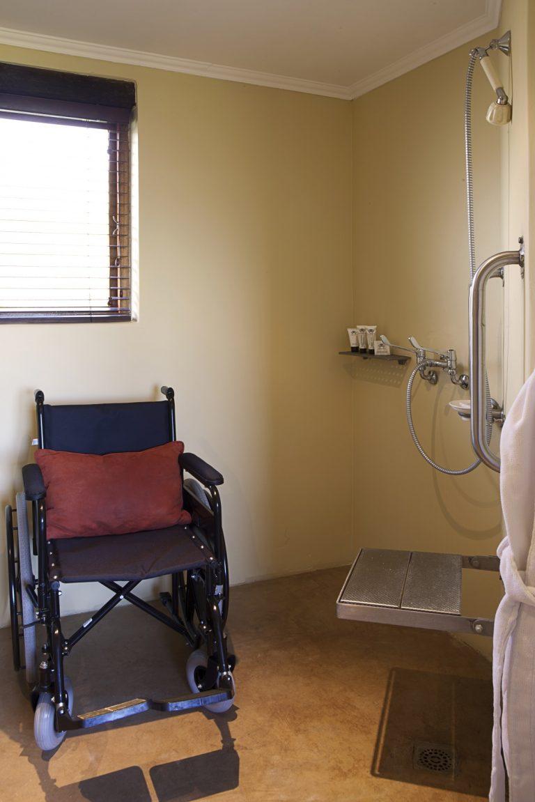 Kuzuko Lodge Accessible Bathroom 2 768x1151